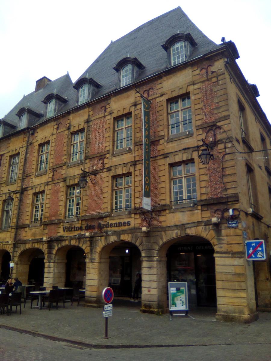 Vitrine du Conseil Régional des Ardennes à Charleville-Mézières